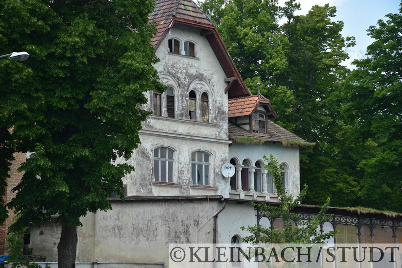 Alte Villa mit Renovierungsstau