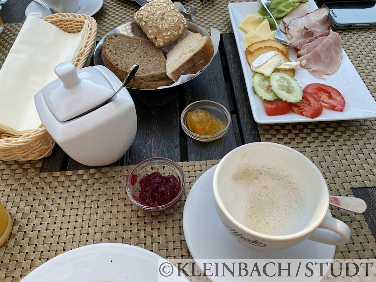 Frühstück im Hotel Oasis