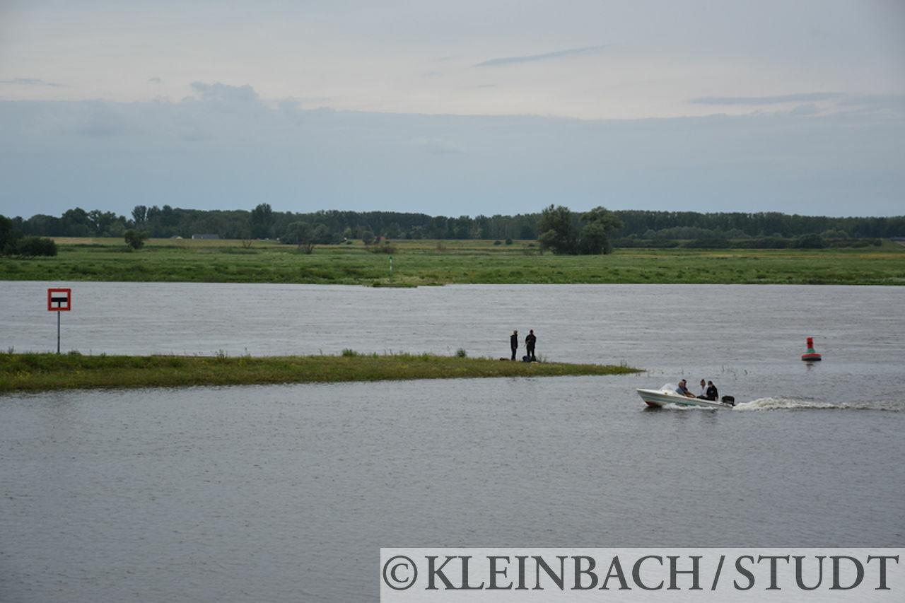 Blick auf die Elbe (hinten). Der Seitenarm vorne ist der Zufluß der Stepenitz