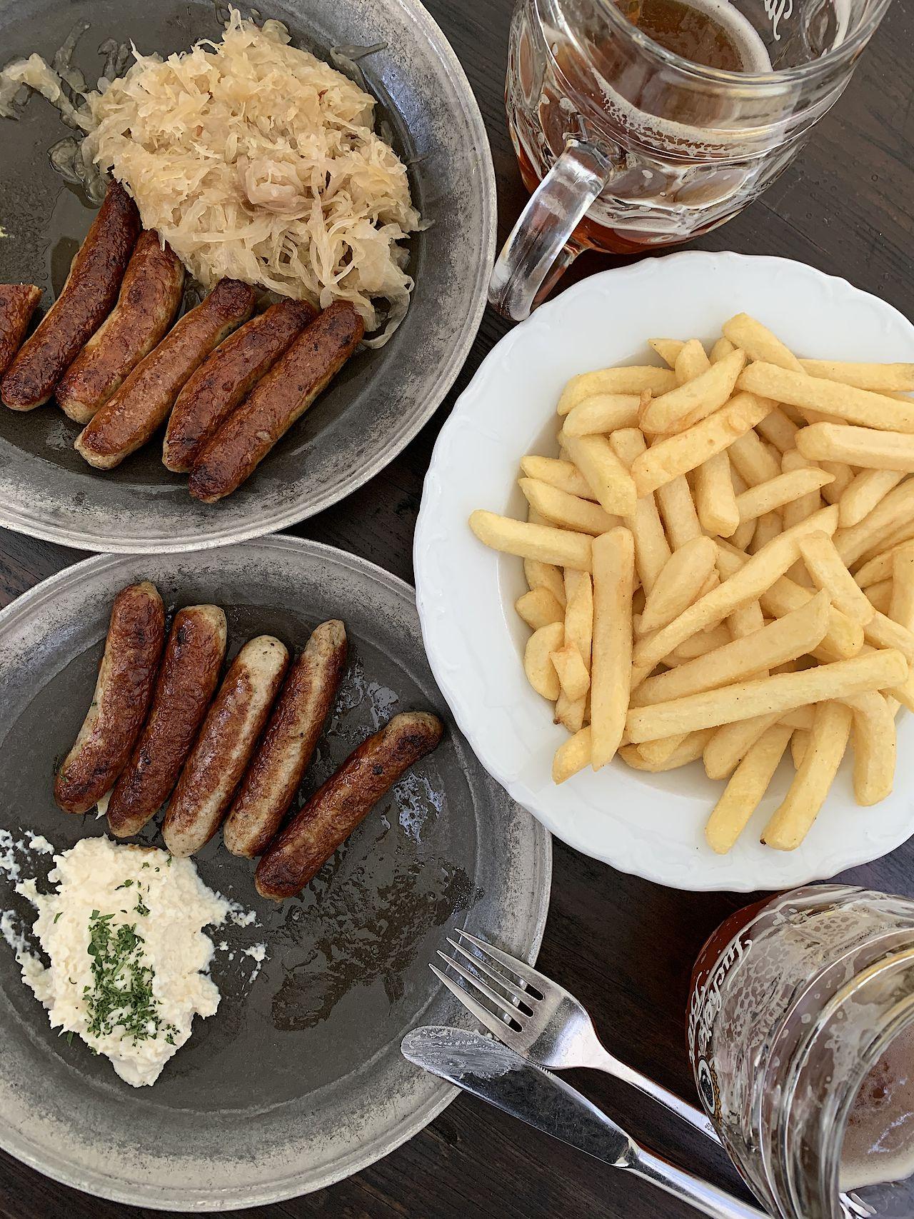 """Abendessen im """"Bratwurst Röslein"""""""