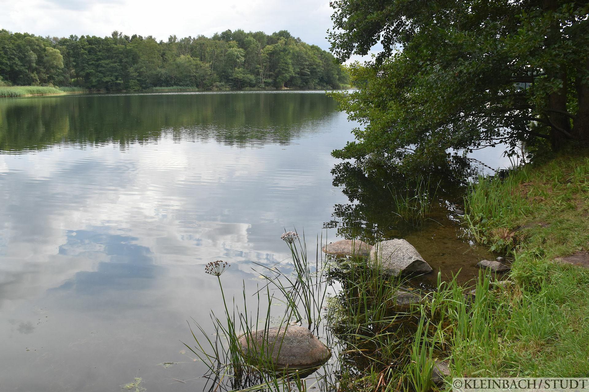 Kleine Pause an einem See
